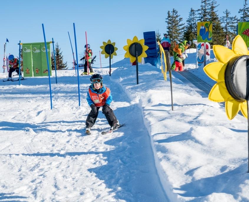 Im Slalom durch das Kinderland